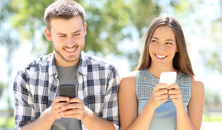 Como conquistar o melhor amigo: use a internet