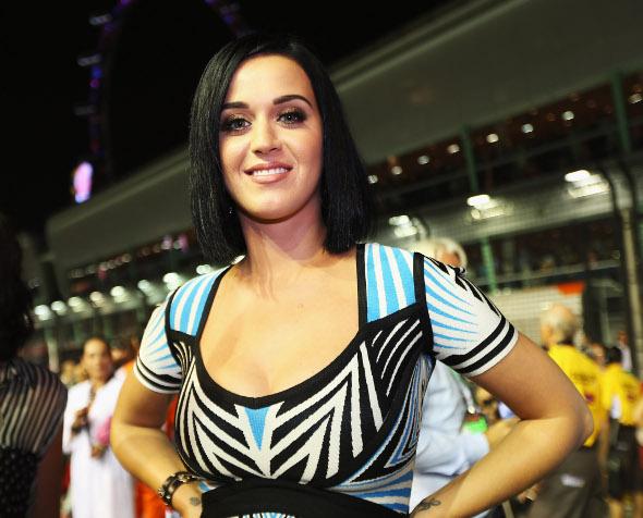 Katy Perry organiza uma festa de divórcio