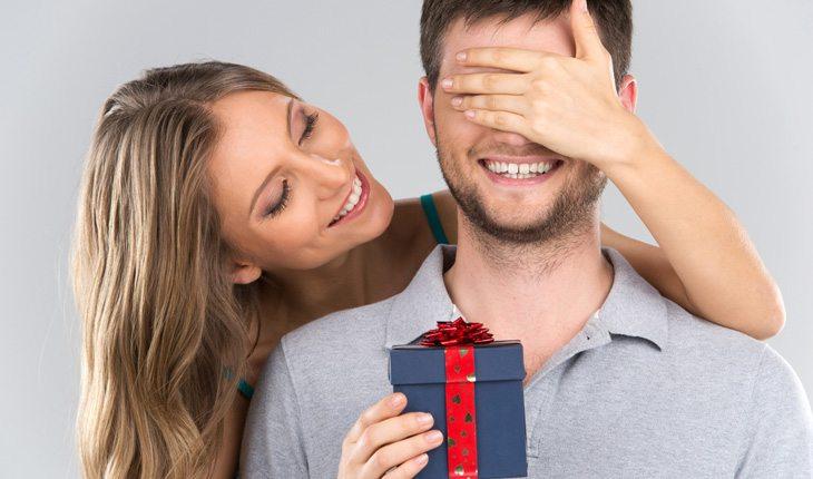 Como conquistar o melhor amigo: faça surpresas