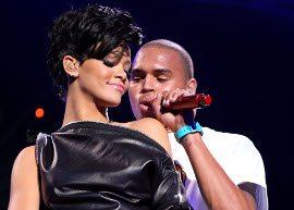 BAPHO! Rihanna e Chris Brown ficam em banheiro de balada