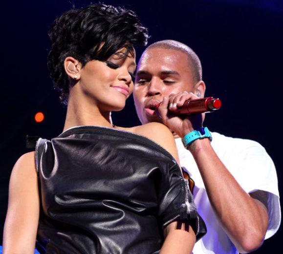 Rihanna e Chris Brown ficam em banheiro de balada
