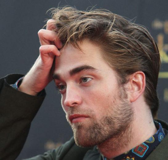 """Robert Pattinson desabafa: """"odeio as pessoas, mas adoro os cães"""""""