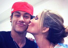 Neymar ganha beijo de Claudia Leitte