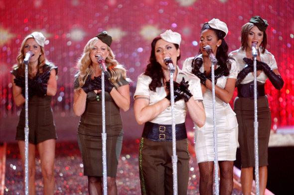 Spice Girls cantando
