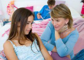 O que fazer quando a mãe é mais popular que a filha - mãe e filha conversando