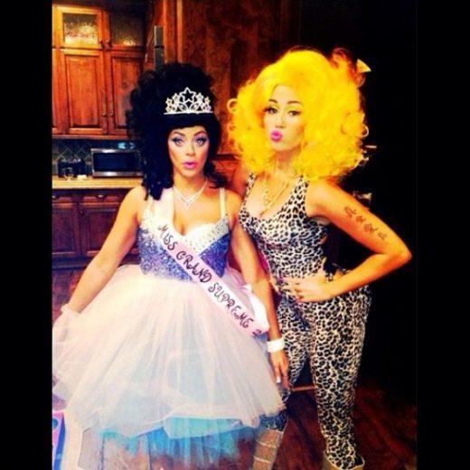 Hein? Miley Cyrus se veste de Nicki Minaj! O.o