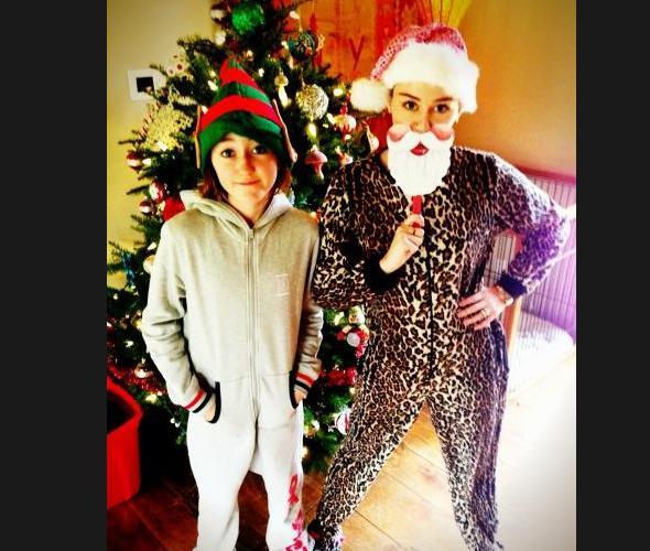 Miley Cyrus curte Natal com Liam e família