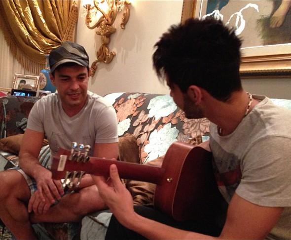 Gusttavo Lima grava com Zezé di Camargo e Luciano