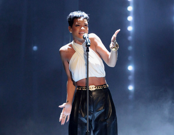 """Rihanna fala sobre a vida amorosa: """"ser solteira é um saco"""""""