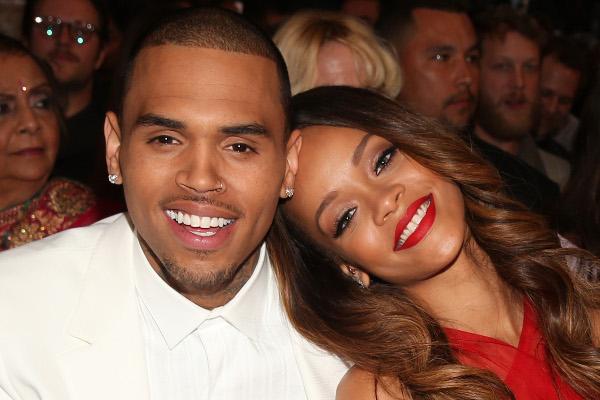 Pai de Rihanna perdoa Chris Brown e recomenda o genro-materia