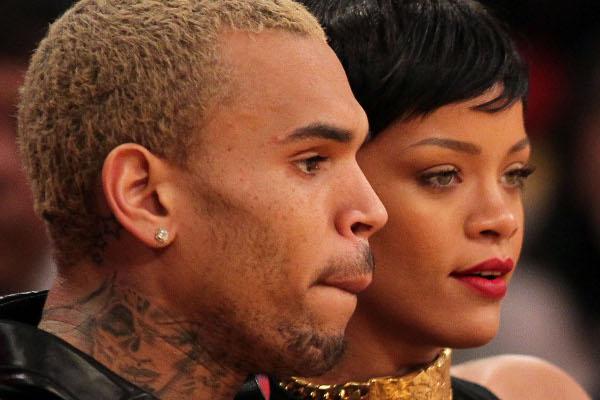 Rihanna acompanha Chris Brown ao tribunal-materia