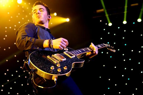 Kevin Jonas dá detalhes do novo álbum dos Jonas Brothers-materia