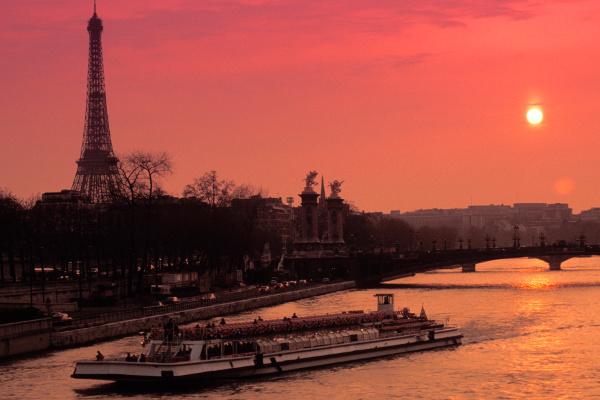 Concurso de talentos leva a Paris-materia