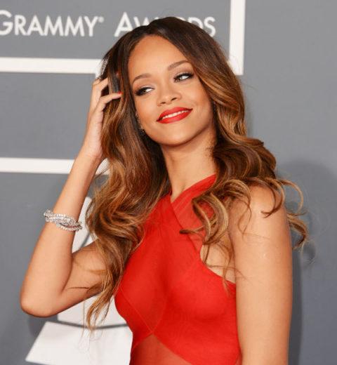 Rihanna pede medida cautelar contra fã-materia