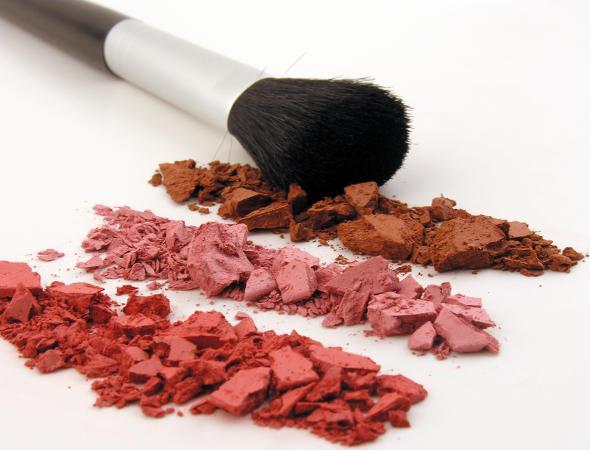 Como escolher o blush certo e valorizar o seu rosto