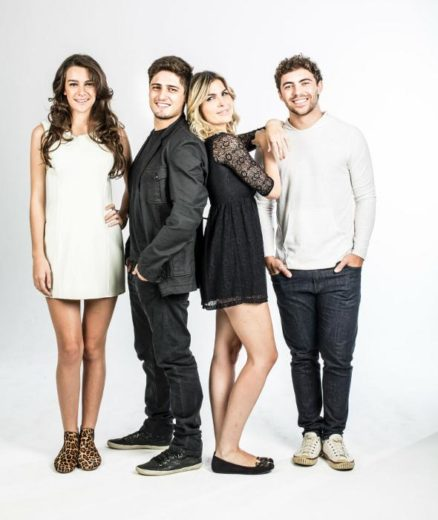"""Entrevista com elenco da peça """"Amigos, Amigos, Amores à Parte"""""""