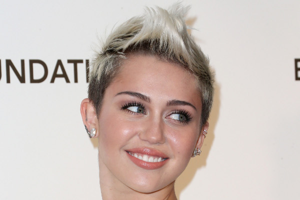 Miley Cyrus sorrindo