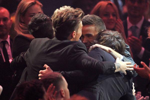 One Direction comemorando