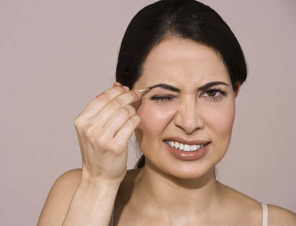 Truques para deixar as sobrancelhas perfeitas com maquiagem