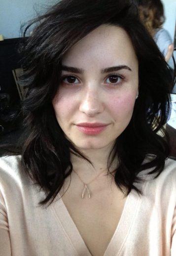 Demi Lovato sem maquiagem