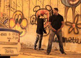 Justin Bieber faz grafite no Rio, briga com paparazzi e decepciona fãs