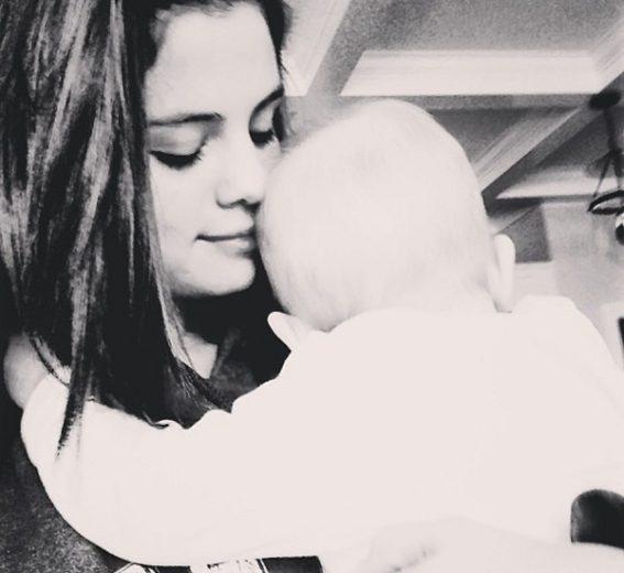 Selena Gomez revela que está vivendo um momento muito feliz!