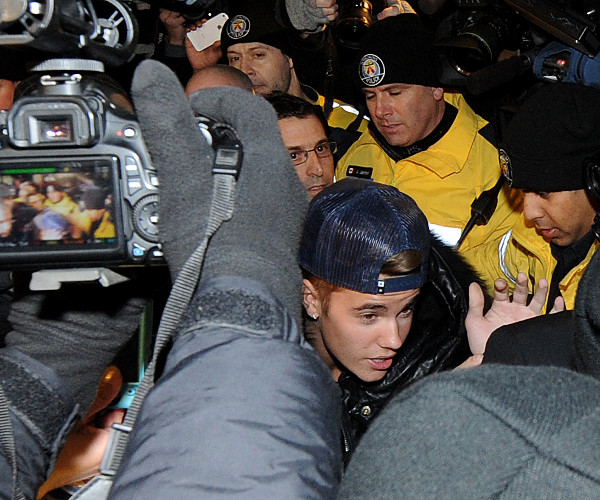Justin Bieber depõe em caso de agressão
