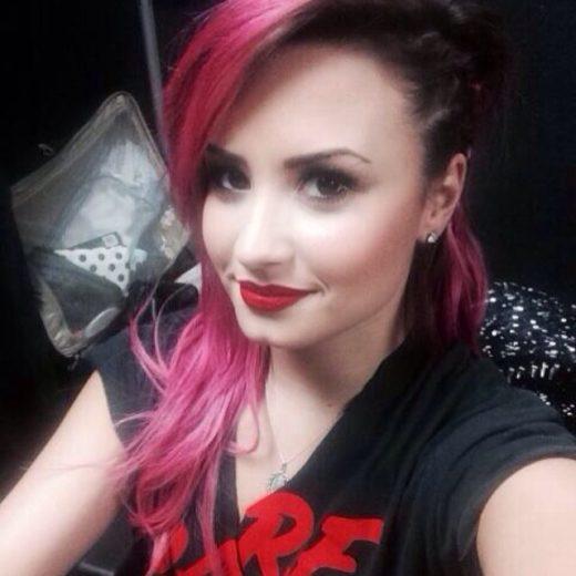 Demi Lovato ainda se recupera de doença
