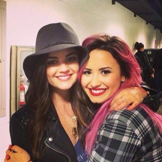 Lucy Hale tieta Demi Lovato