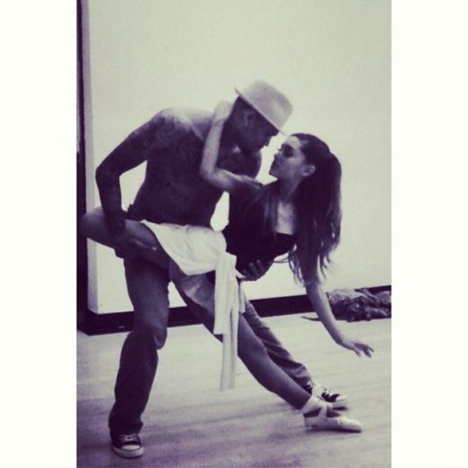 Ariana Grande e Chris Brown ensaiam dança