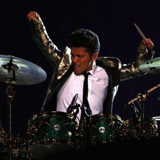 Bruno Mars se apresentam no intervalo do Super Bowl