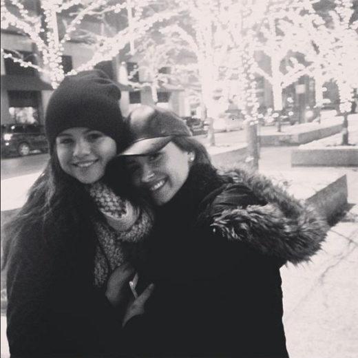 Demi Lovato mostra apoio a Selena Gomez