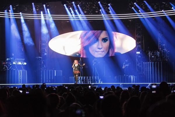 Começou! Demi Lovato inicia turnê no Canadá