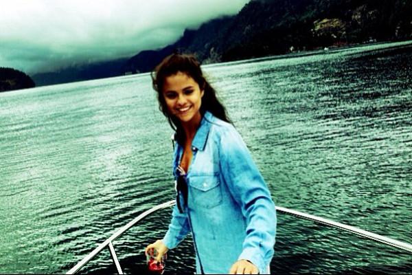 Selena Gomez agradece o apoio dos fãs