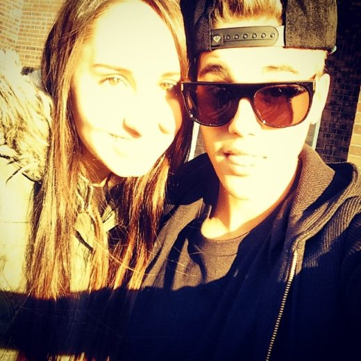 Justin Bieber tira selfie com fã
