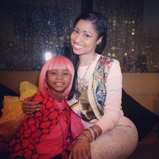 Nicki Minaj visita fã com câncer após campanha em rede social