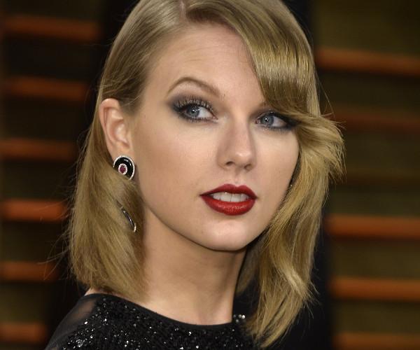 Taylor Swift pede ajuda da justiça contra fã que se diz casado com ela