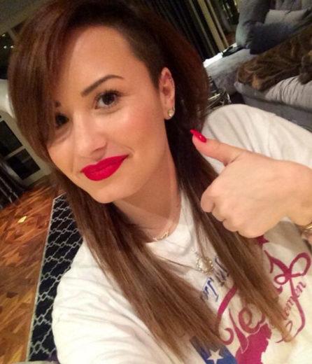 Demi Lovato muda a cor dos cabelos