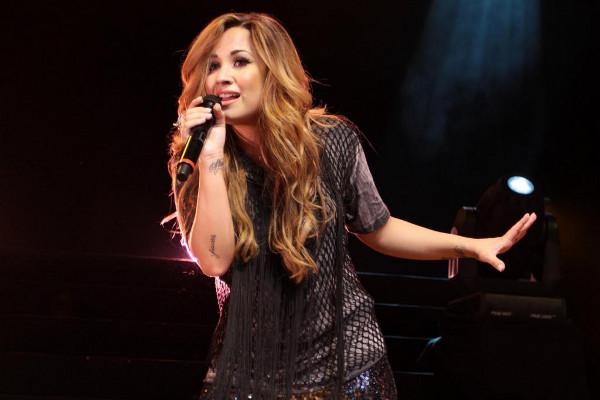 Relembre as passagens de Demi Lovato pelo Brasil
