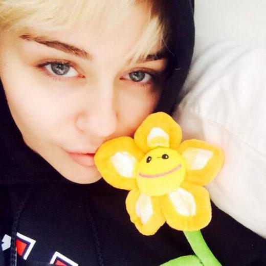 Miley Cyrus recebe alta de hospital após reação alérgica