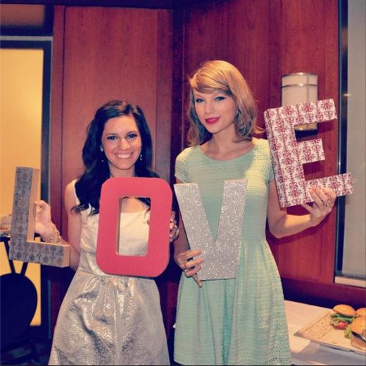 Taylor Swift vai a despedida de solteira de uma fã