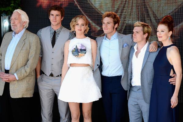 """Elenco de """"Jogos Vorazes"""" se reúne no Festival de Cannes"""