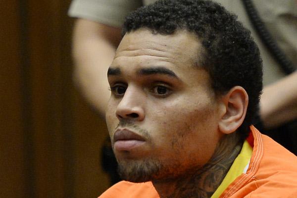 Chris Brown deixa a prisão