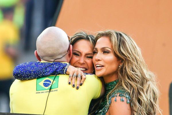 Claudia Leitte, Pitbull e Jennifer Lopez se apresentam na abertura da Copa do Mundo