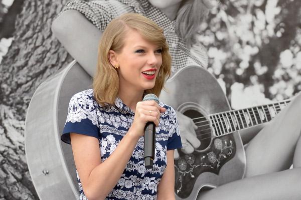 Taylor Swift faz doação para hospital da Filadélfia