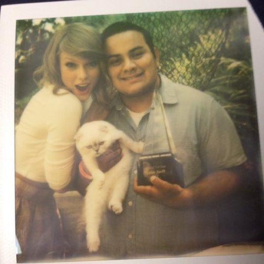 Taylor Swift convida fãs para ouvir seu novo álbum na sua casa