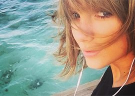 taylor swift na piscina