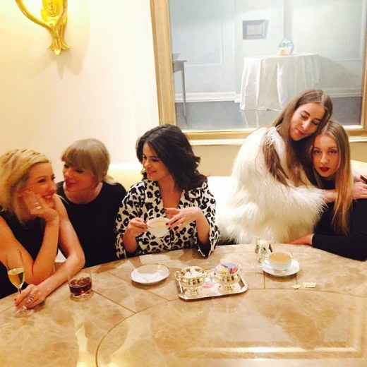Taylor Swift, Ellie Gouldin e Selena Gomez passam Dia das Mulheres juntas