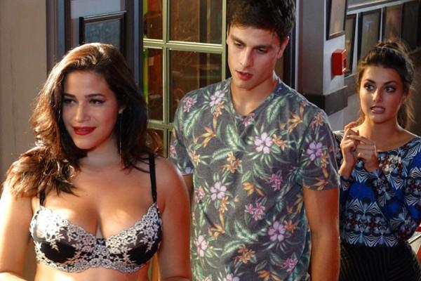 João coloca em ação plano para sequestrar a Karina