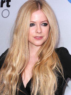 """Avril Lavigne fala sobre doença: """"Eu pensei que estava morrendo"""""""